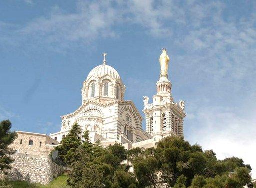 Notre-Dame-de-la-Garden katedraali näkyy koko Marseillen kaupunkiin.
