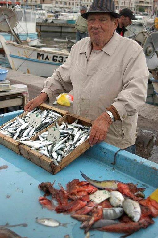 Marseillen vanhan sataman kalatori on avoinna joka aamu.