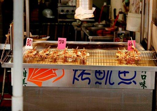 Katukioskien luvatussa maassa on tarjolla muun muassa mustekalavartaita.
