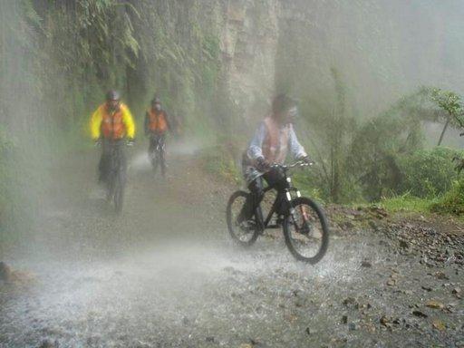 Toisinaan pyöräilijän on vaikea nähdä eteensä.