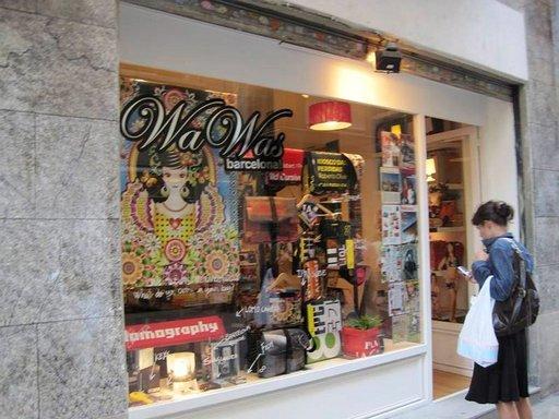 WaWas sijaitsee vanhalla kaupungilla lähellä Picasson museolta