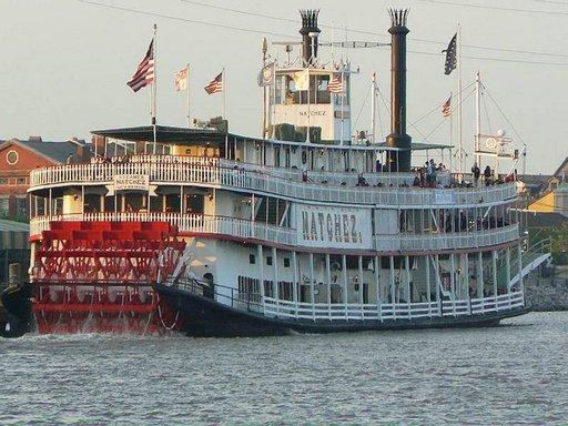Siipirataslaiva Natchez vie matkustajat Missisippijoen alajuoksuun Meksikonlahden suulle.