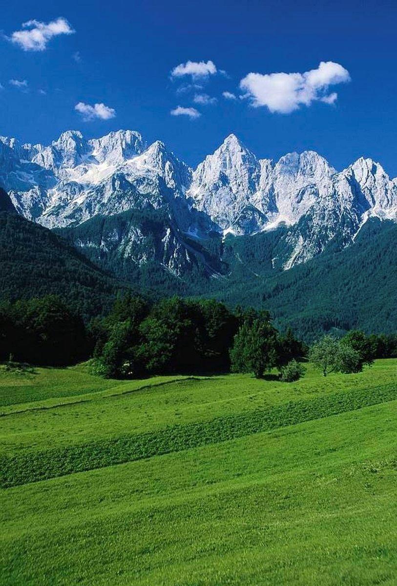 Höyryjuna kulkee kesäisin Jesenicen ja Nova Gorican välillä pysähtyen neljällä asemalla. Kuva:Slovenian Tourist Board.
