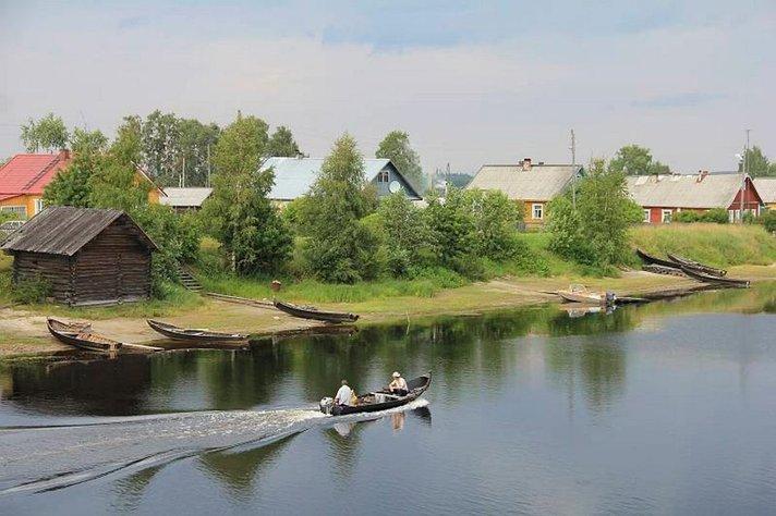 Nostalgisia kuvia rajan takaa:<br /> <strong>Yökylässä Vienan Karjalassa</strong> Helsinki