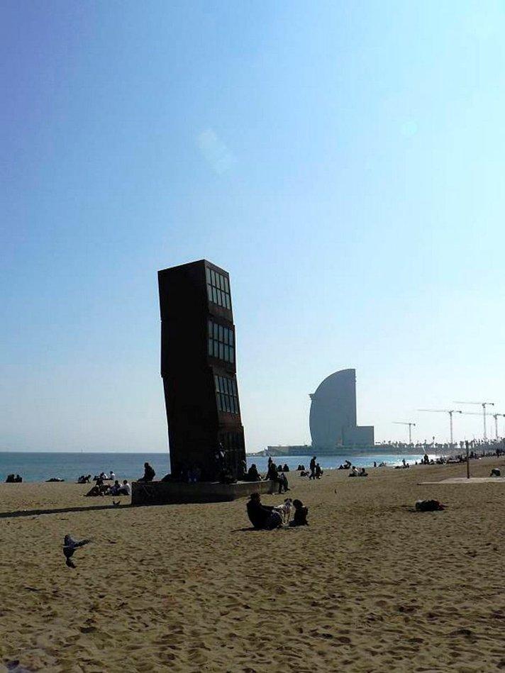 Gaudin jalanj&auml;ljill&auml; Kataloniassa<br /> Barcelonan rannalla ja sy&ouml;vereiss&auml;