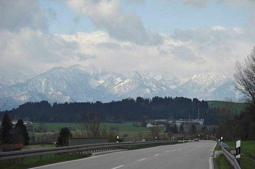 Matka alkaa tai loppu on silloin, kun Alpit näkyvät.