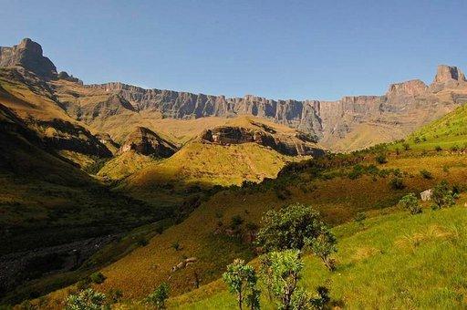 Drakensbergin vuoret ovat jylhiä ja sisältävät erinomaisia retkiä.