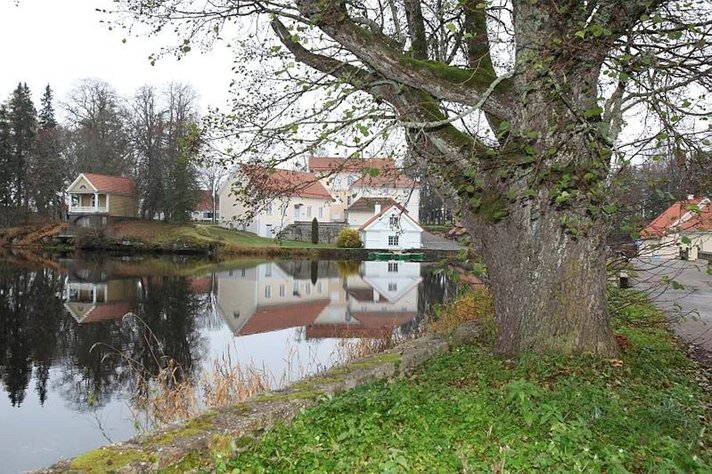 Kalamaja, kartanoita ja miljoonia litroja viinaa:<br /> Pirtulla maksettiin Viron idylliset kartanot