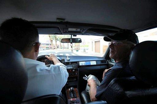 Taksi on Kanarialla kätevä tapa liikkua paikasta toiseen, mutta harvemmin heille annetaan tippiä. Varsinkin paikalliset ovat vähentäneet tippien antamista eri paikoissa.