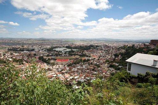 Pääministerin palatsin kukkulalta aukeavat näkymät Antananarivon sokkeloisille kaduille.