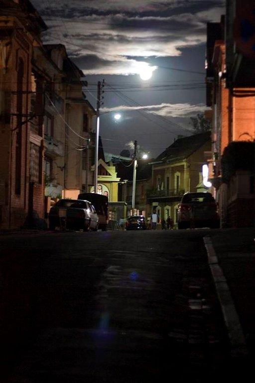 Antananarivon kaduilla ei kannata kuljettaa mukana mitään ylimääräistä, etenkään iltaisin.
