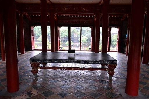 Näkymä Minh Mangin hautamuistomerkiltä.