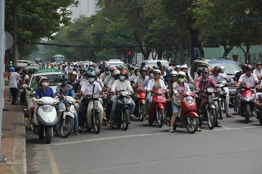 Mopoilla liikutaan sujuvasti. Saigonissa niitä on miljoonia.