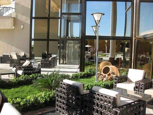 Izmirissä on hyvät hotellit ja hyvä ilmasto.