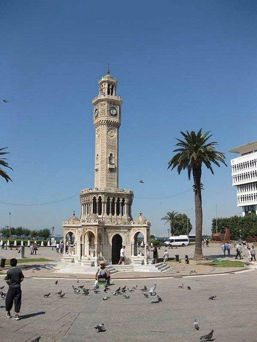 Izmirin symboli on vuonna 1901 rakennettu kellotorni, johon kellon on lahjoittanut Saksan keisari Wilhem II.