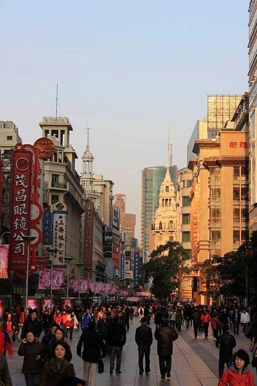 Keväinen Shanghai avautuu<br /> nyt edessäni utuisena