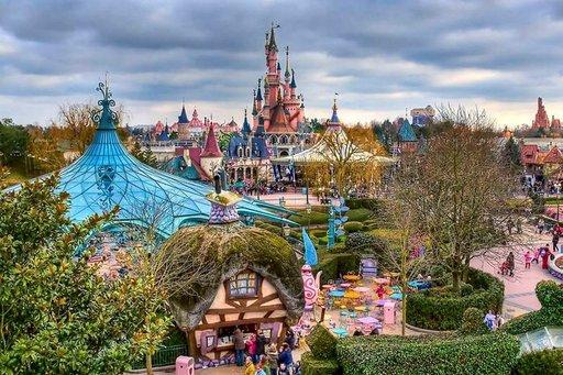 Pariisin Disneyland on Euroopan suosituin huvipuisto.