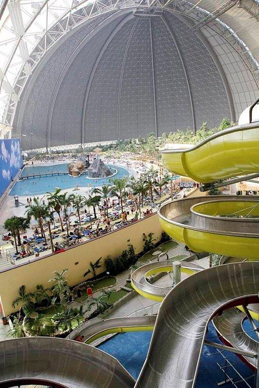 Tropical Islands Resort tarjoaa aidon aasialaisen tropiikin keskellä Saksan peltoa.