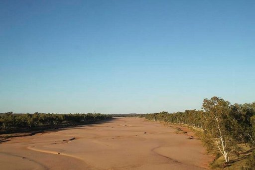 Finke-joki alkaa ja loppuu autiomaahan.