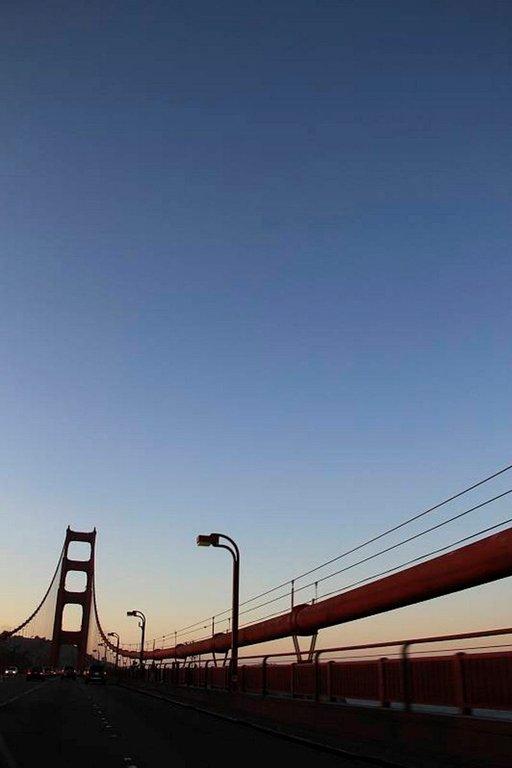 San Francisco Bridge tarjoaa hienon ajokokemuksen varsinkin auringonlaskun aikana.