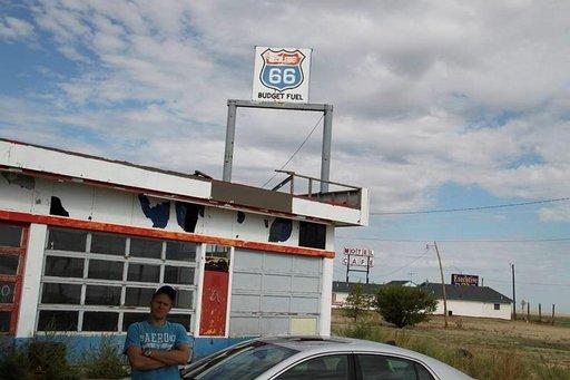 Ainakin bensa on halpaa hylätyillä asemilla.