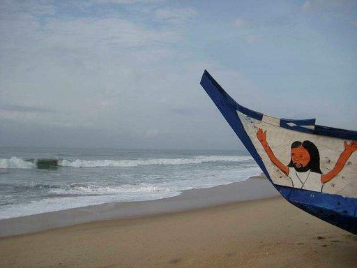 Ghanalaiset rakastavat kahta j:tä, nimittäin jalkapalloa ja Jeesusta. Molempiin voi törmätä rannalla.