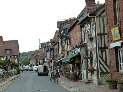 Sodalta säästynyttä Beuvron en Augea kehutaan yhdeksi Ranskan kauneimmista kylistä.