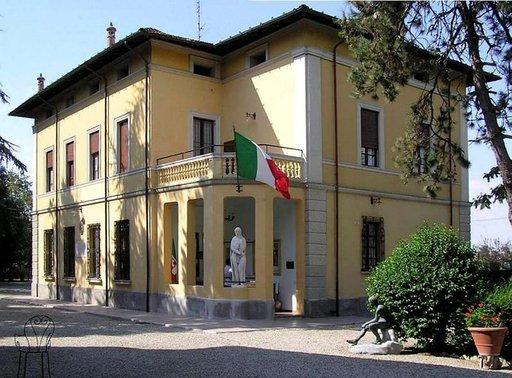 Kyläseppä Alessandro Mussolinin talo kertoo siitä, että hän oli varakas mies.