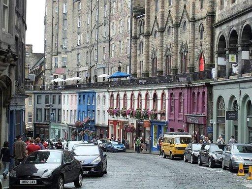Edinburgh on kaunis kaupunki ja tarjoaa paljon nähtävää festivaalien lisäksi.