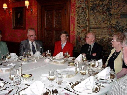 Schlosshotel Kronbergissa voi lounastaa keisarillisessa ympäristössä.