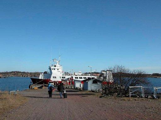 Yhteysalus m/s Eivor liikennöi Utöhön läpi vuoden. Talvisin matka taitetaan viisi kertaa viikossa.