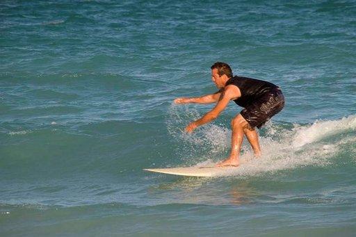 Maissa ehtii ottaa jopa surffaustunteja.