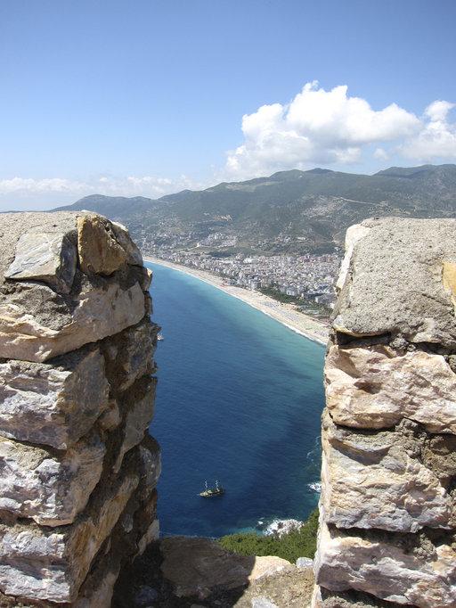 Alanyan linnoitukselta avautuvat komeat maisemat Kleopatra-rannalle.