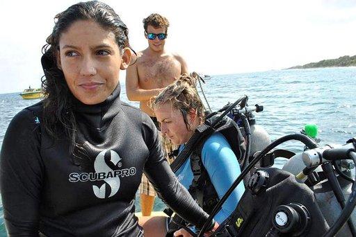 Karina Cortes valmiina viemään oppilaansa syvyyksiin.