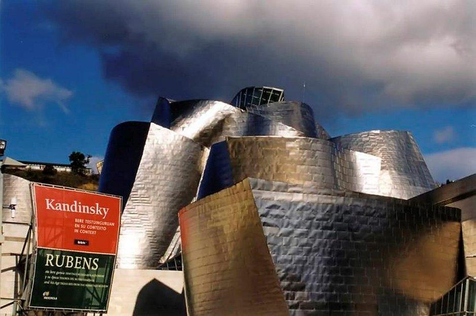 Bilbaon Guggenheim on yksi Euroopan merkittävimmistä rakennuksista ja museoista.