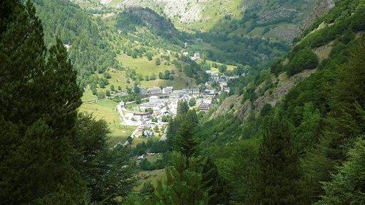 La Ruta de los Perdidos kulkee pienen Gavarnien kunnan lävitse, joka sijaitsee Pyreneiden vuoriston kätkössä.