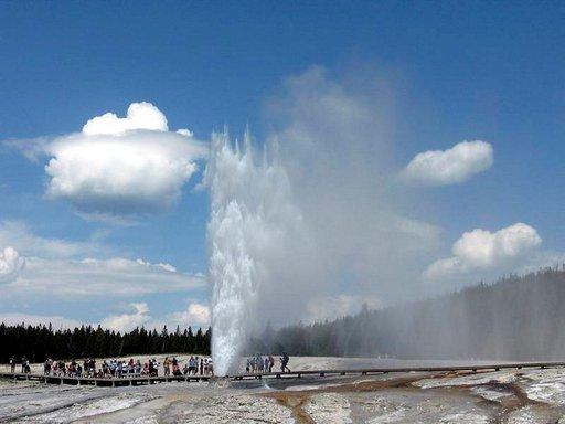Yellowstonen kansallispuisto on tunnettu ennen kaikkea lukuisista geysireistään.