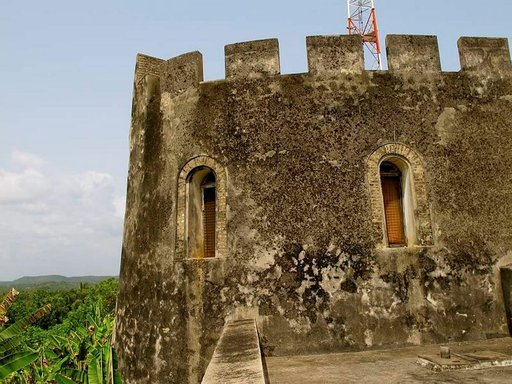 Prinsessan linnan majesteettinen torni.