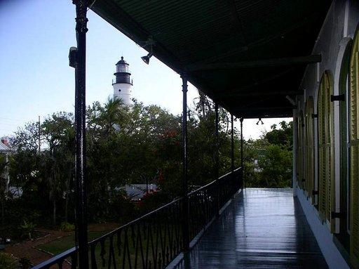 """Majakka, jonka avulla """"Papa"""" navigoi baarista kotiin. Hemingway's House, Key West."""
