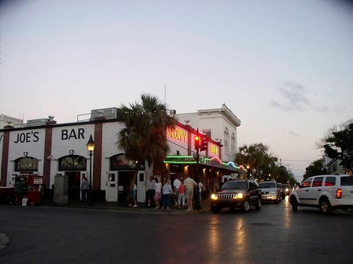 """Sloppy Joe's. Hemingwayn """"kantabaari"""". Key West."""