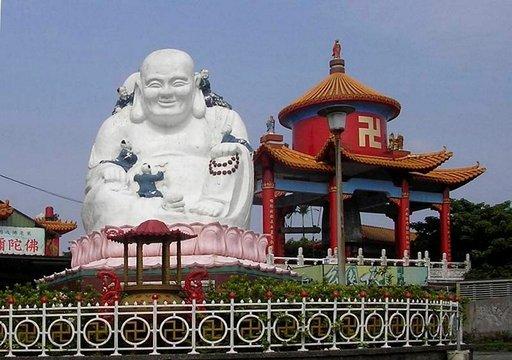 Buddha on näkyvissä joka puolella.