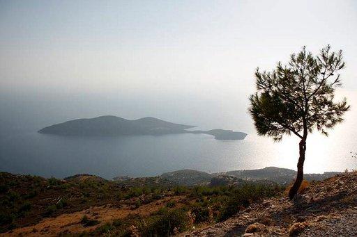 Aamuinen usva haihtuu nopeasti ja auringon lämpö kirkastaa maisemat.