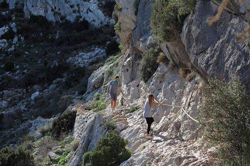 Jyrkän vuoren rinteellä ei saa potea korkean paikan kammoa.