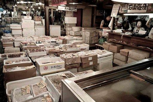 Tsukijin kalamarkkinat ovat laatuaan maailman suurimmat.