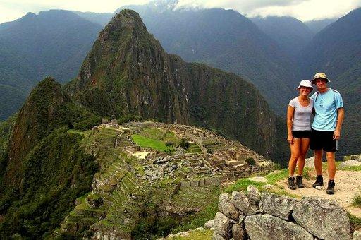 Machu Picchun peitti aamulla usva, mutta aurinko haihdutti kosteuden ja kadonnut inkakaupunki näyttäytyi lopulta koko komeudessaan.