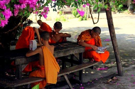 Laosin viehättävä pikkukaupunki Luanf Prabang tarjoaa matkailijoille mahdollisuuden tutustua munkkien arkeen.