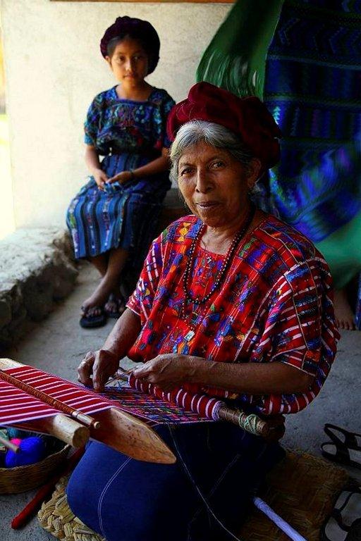 Guatemalan Atitlan-järven asukkaat ovat taitavia käsistään.