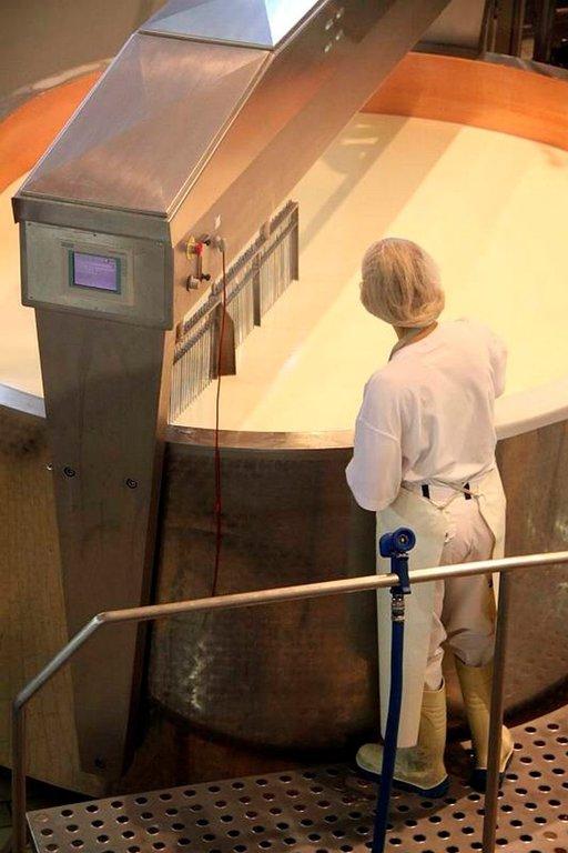 Appenzellerin juustotehtaalla pääsee tutustumaan juuston valmistukseen osoitteessa Dorf 711, Stein.