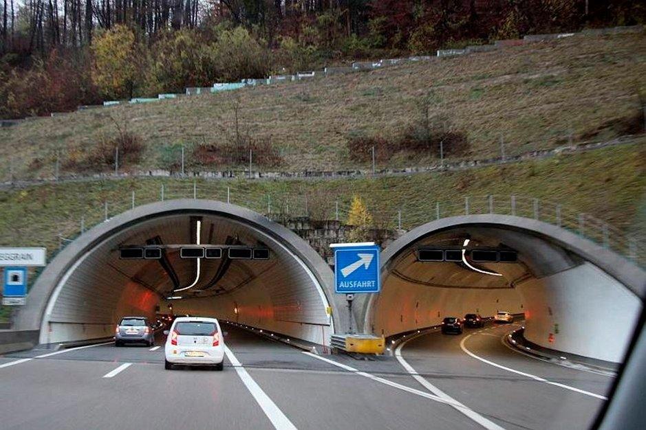 Sveitsiläiset ovat taitavia tunnelinrakentajia.
