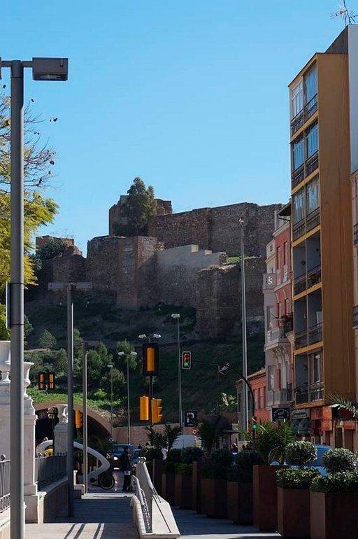 Muslimivallan aikana rakennettu Alcazaban linnoitus vartioi Malagan kaupunkia ja satamaa.